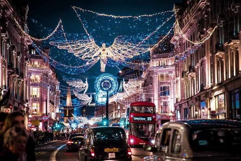 Prečo vešiame svetielka na Vianoce? A ako to súvisí s ich podstatou?