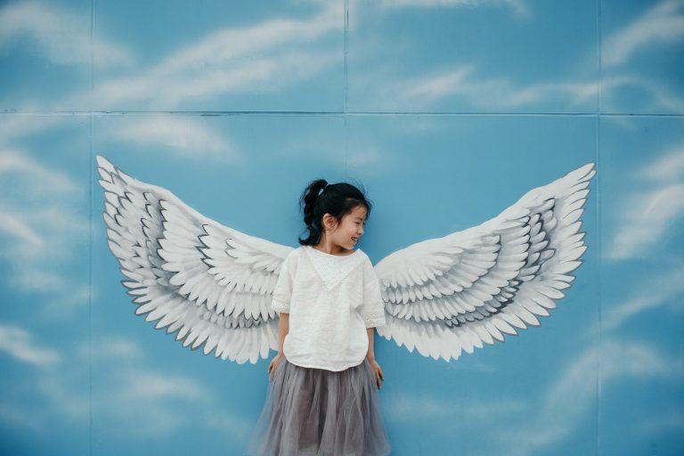 Hra anjel – ako sa zamerať na druhých a vzájomnú pomoc v rodine skrze hru?